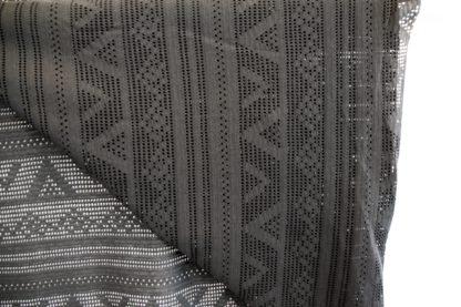 zwart geperforeerd tricot