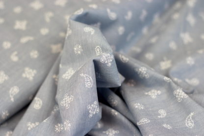 Chambray stof met paisley motief