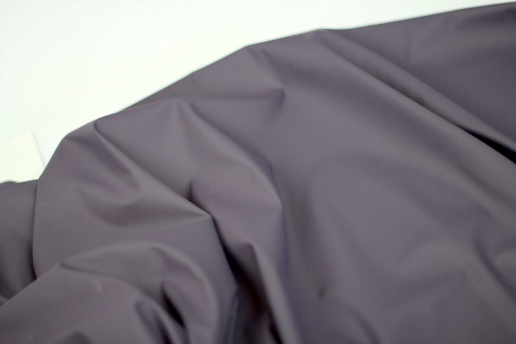 Prune- waterafstotende stof
